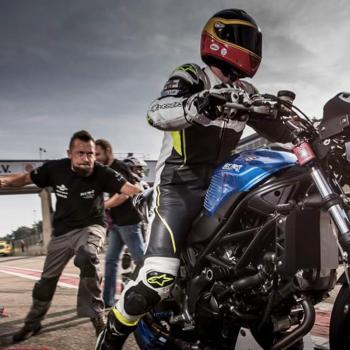 Enthousiast team van motorrijders techniekers crossers en racers vormt de basis van Bike Parts Zele