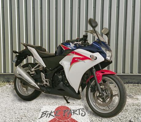 te koop : Tweedehands Honda CBR250R, slechts 8100 km, met autom. kettingsmeersysteem